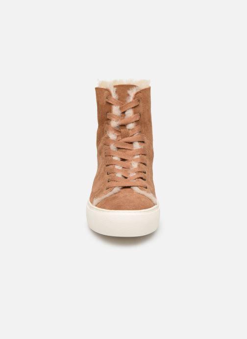 Baskets UGG Beven Marron vue portées chaussures