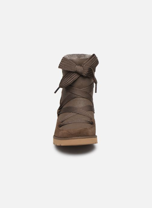 Bottines et boots UGG Classic Femme Lace-up Marron vue portées chaussures