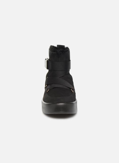 Stiefel UGG Classic Boom Buckle schwarz schuhe getragen