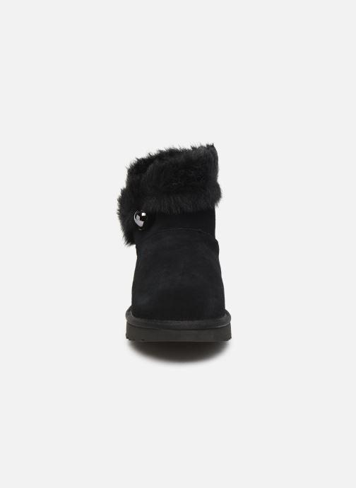 Bottines et boots UGG Classic Fluff Pin Mini Noir vue portées chaussures