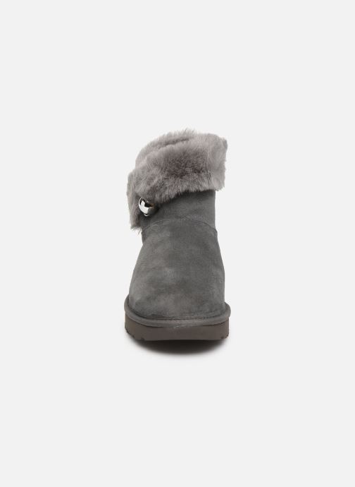 Bottines et boots UGG Classic Fluff Pin Mini Gris vue portées chaussures