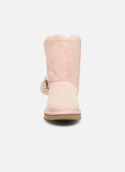 Bottes UGG Classic Short Charms Rose vue portées chaussures