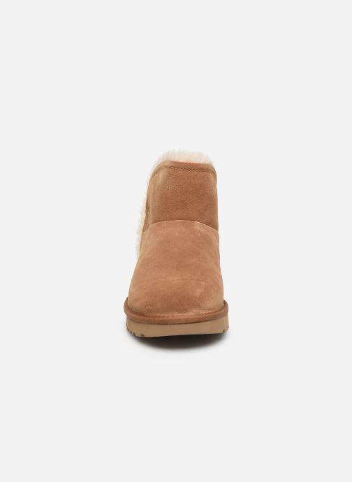 Bottines et boots UGG Classic Mini Fluff High-Low Marron vue portées chaussures
