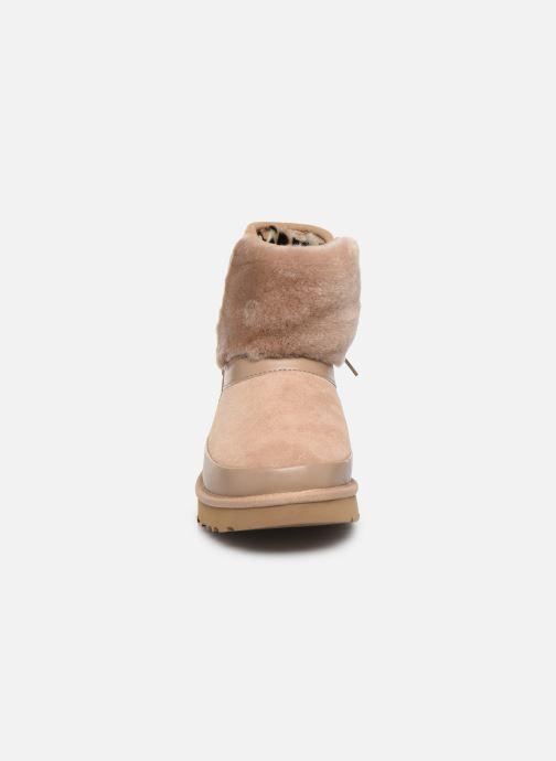 Bottines et boots UGG Classic Leopard Lined Bow Beige vue portées chaussures