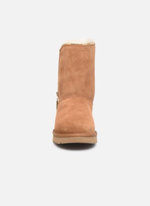 Stivaletti e tronchetti UGG Classic Zip Boot Marrone modello indossato