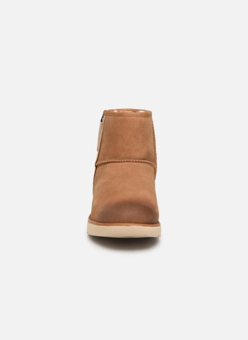 Botas UGG Classic Mini Zip Waterproof Marrón vista del modelo