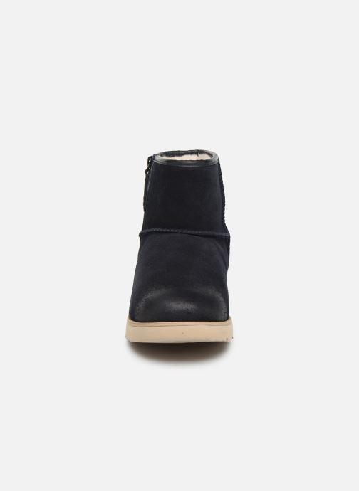 Stiefel UGG Classic Mini Zip Waterproof blau schuhe getragen