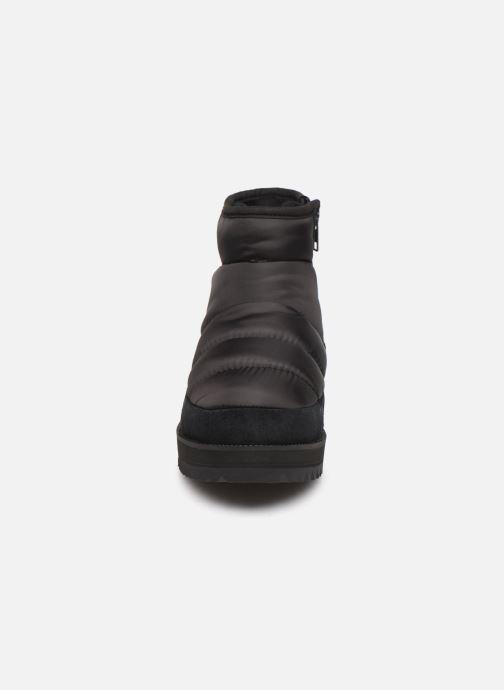 Sportschuhe UGG Ridge Mini schwarz schuhe getragen