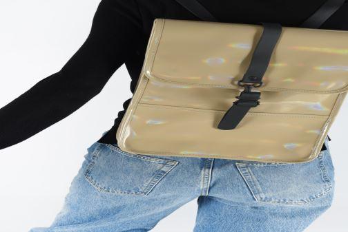 Mochilas Rains  Holographic Backpack Mini Beige vista de abajo