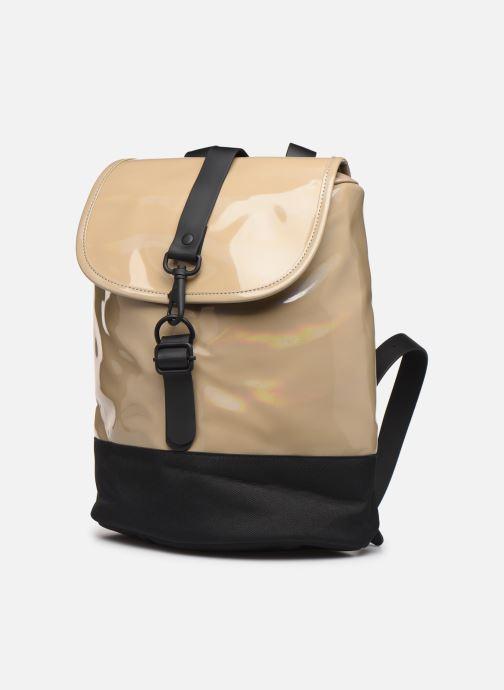 Mochilas Rains  Holographic Drawstring Backpack Beige vista del modelo