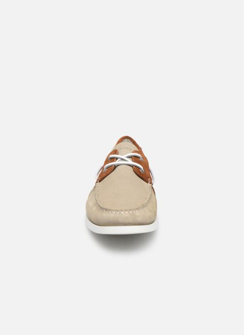 Zapatos con cordones Faguo Boat Shoes Larch Suede Beige vista del modelo