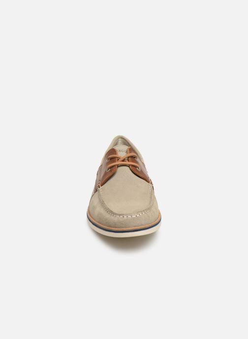Zapatos con cordones Faguo Boat Shoes Larch B Suede Beige vista del modelo