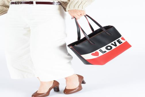 Handbags Love Moschino SHARE THE LOVE TOTE Red view from underneath / model view