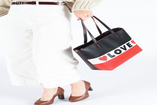 Handtaschen Love Moschino SHARE THE LOVE TOTE rot ansicht von unten / tasche getragen