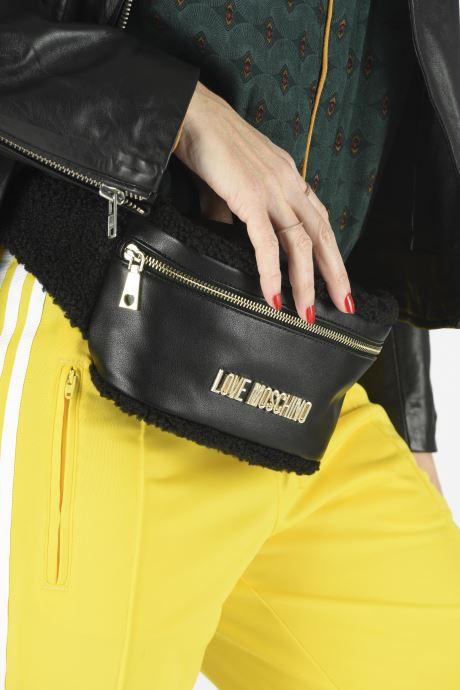 Portemonnaies & Clutches Love Moschino STAY WARM BUMBAG schwarz ansicht von unten / tasche getragen