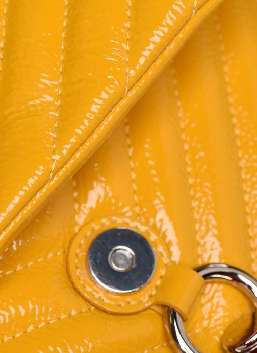 Bolsos de mano Rebecca Minkoff EDIE FLAP SHOULDER BAG NAPLACK Amarillo vista lateral izquierda