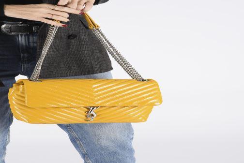 Bolsos de mano Rebecca Minkoff EDIE FLAP SHOULDER BAG NAPLACK Amarillo vista de abajo