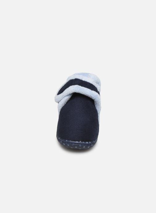 Pantofole Isotoner Botillon velcro suédine Azzurro modello indossato