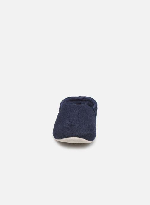 Chaussons Isotoner Sans-gêne suédine Bleu vue portées chaussures