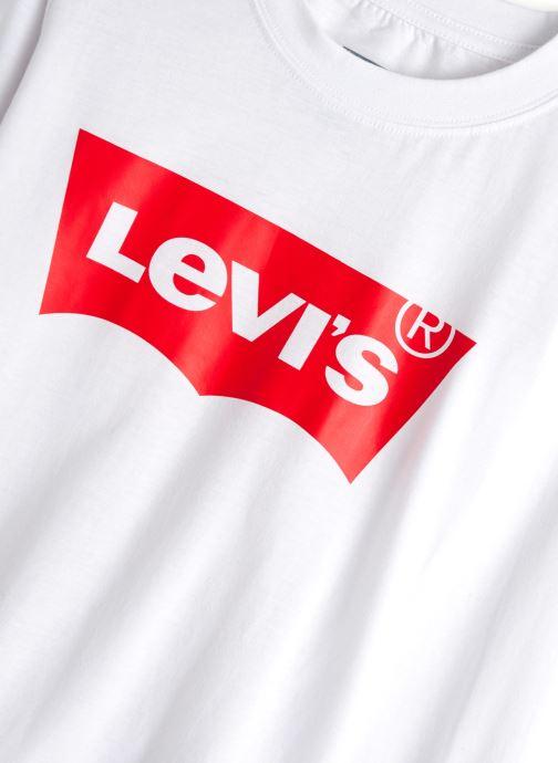 Vêtements Levi's T-Shirt NP10117 Blanc vue portées chaussures