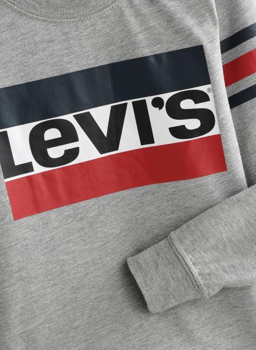 Vêtements Levi's T-Shirt NP10137 Gris vue portées chaussures
