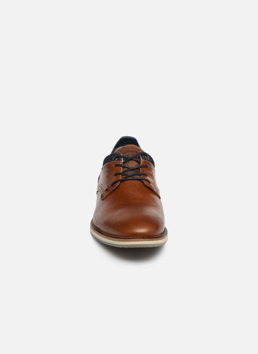 Chaussures à lacets Bullboxer ALBIN Marron vue portées chaussures