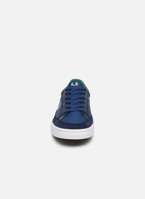 Baskets Fred Perry Deuce Poly Suede Leather Bleu vue portées chaussures