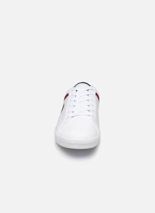Baskets Fred Perry Baseline Microfibre Canvas Blanc vue portées chaussures