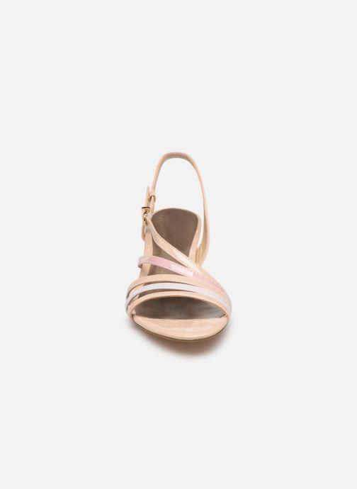 Sandales et nu-pieds Tamaris 28023 Beige vue portées chaussures