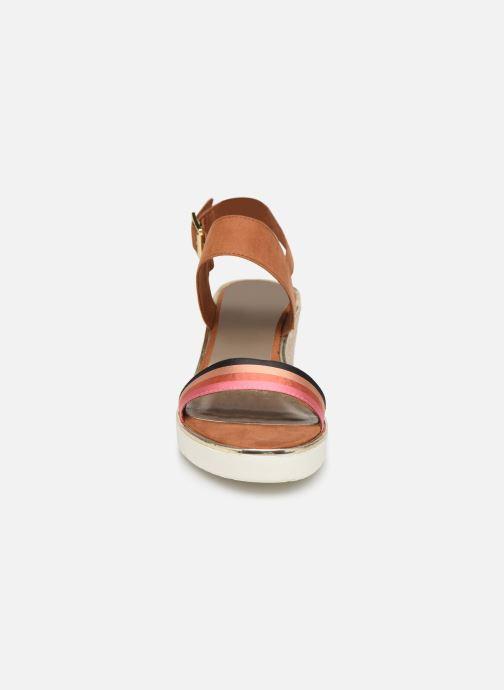 Sandales et nu-pieds Tamaris 28047 Marron vue portées chaussures