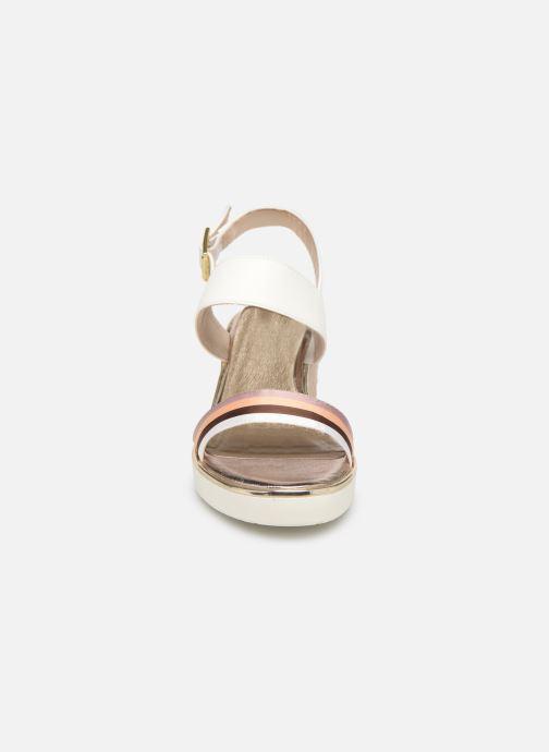 Sandales et nu-pieds Tamaris 28077 Blanc vue portées chaussures