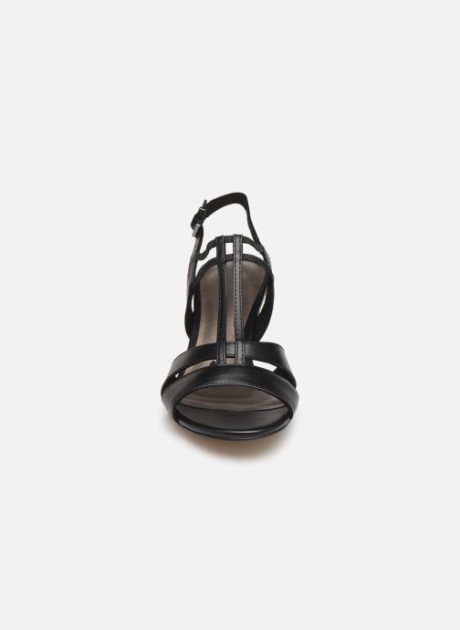 Sandales et nu-pieds Tamaris 28304 Noir vue portées chaussures