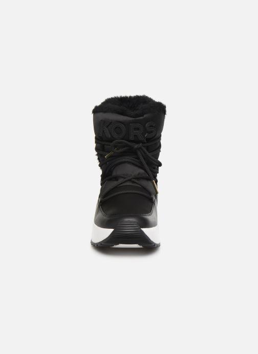 Sneakers Michael Michael Kors Cassia Bootie Nero modello indossato