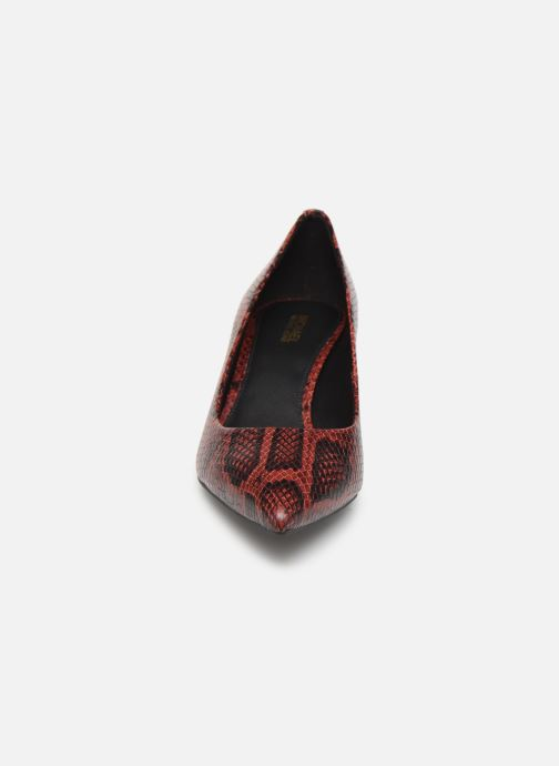 Zapatos de tacón Michael Michael Kors Katerina Flex Kitten Pump Vino vista del modelo
