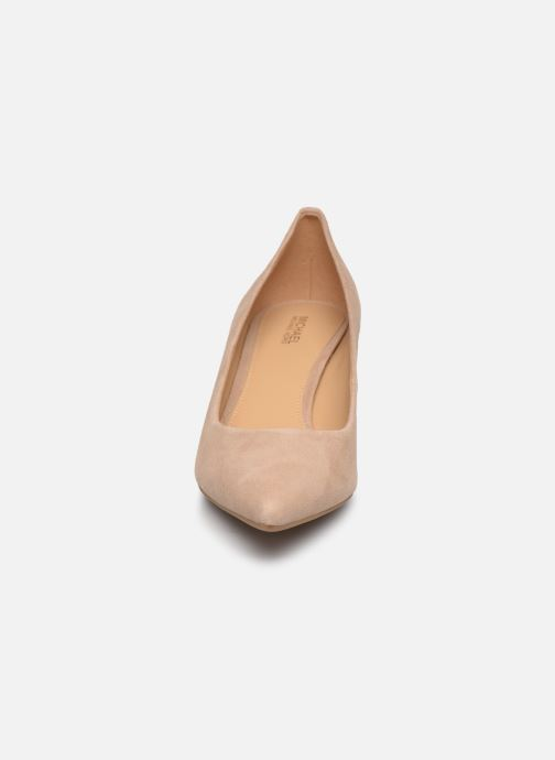Escarpins Michael Michael Kors Katerina Flex Kitten Pump Beige vue portées chaussures