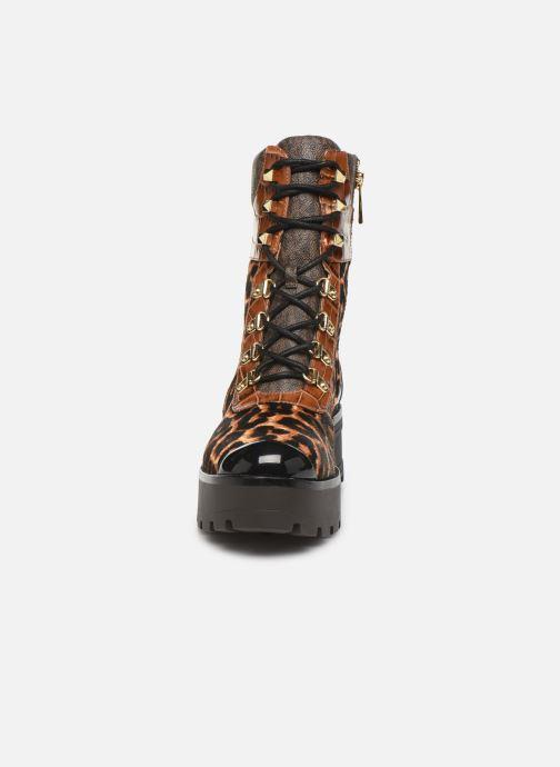 Stivaletti e tronchetti Michael Michael Kors Khloe Lace up bootie Marrone modello indossato