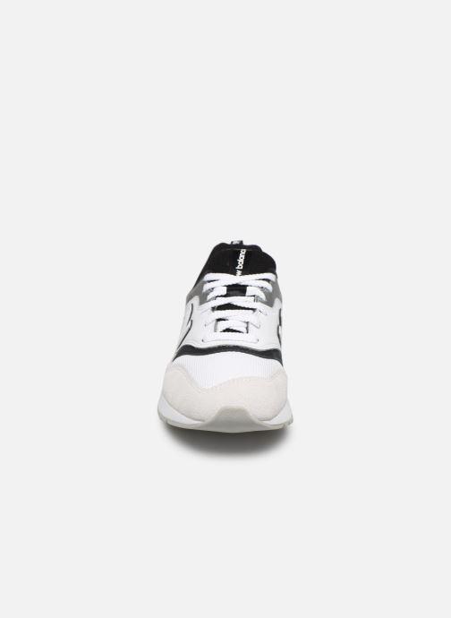 Baskets New Balance CW997 B Gris vue portées chaussures