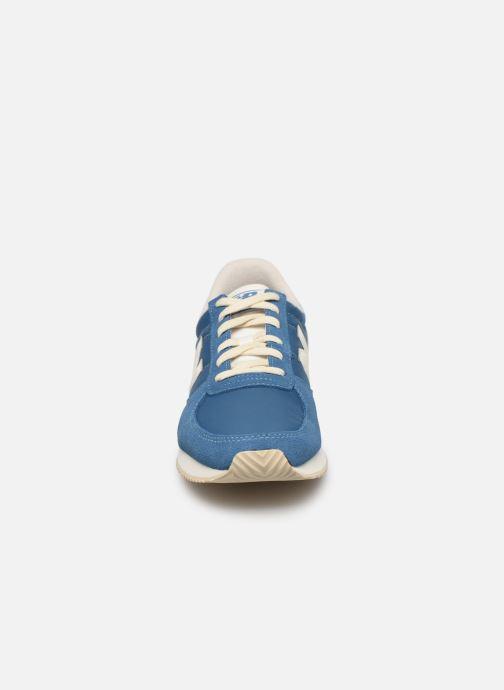 Baskets New Balance U220 D Bleu vue portées chaussures