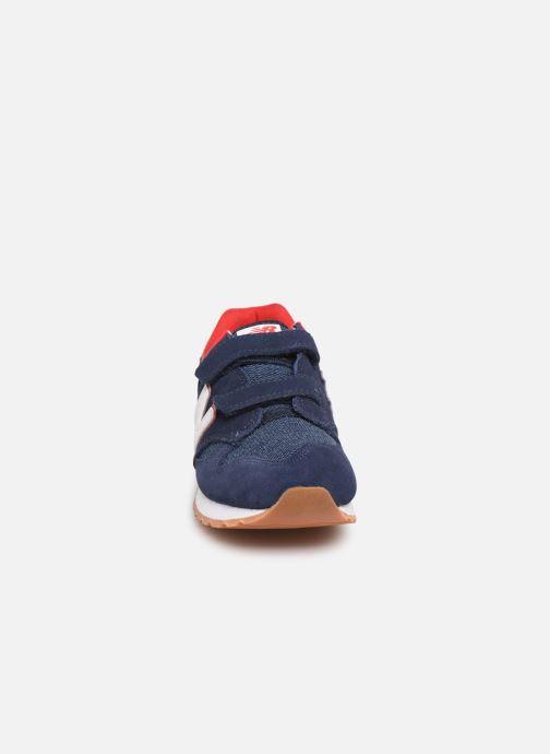 Baskets New Balance YV520 M Bleu vue portées chaussures