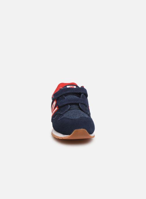 Sneakers New Balance IV520 M Azzurro modello indossato