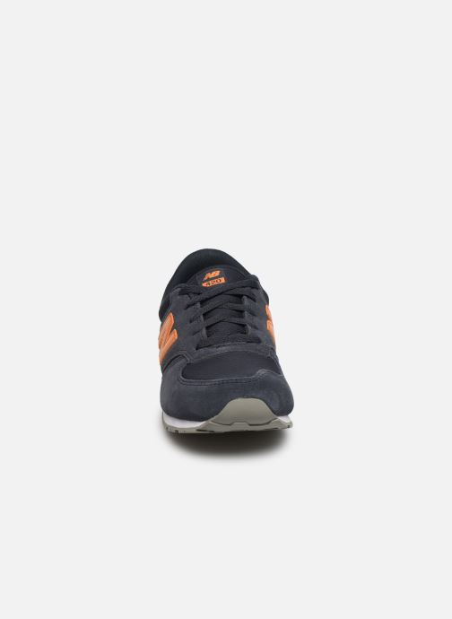 Baskets New Balance YC420 M Bleu vue portées chaussures