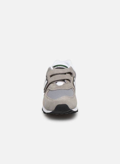 Baskets New Balance YV574 M Vert vue portées chaussures