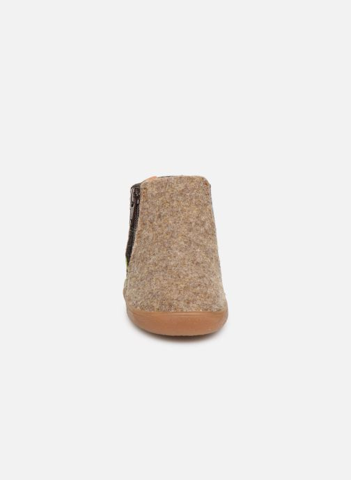 Slippers Babybotte Musicien Brown model view
