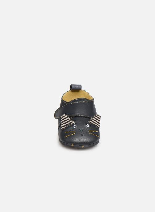 Chaussons Babybotte Moustache - Moulin Roty Noir vue portées chaussures