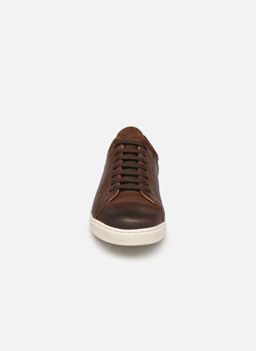 Sneakers Kost Radical78 Marrone modello indossato