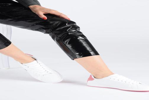Sneaker Lacoste Graduate 319 1 SFA weiß ansicht von unten / tasche getragen