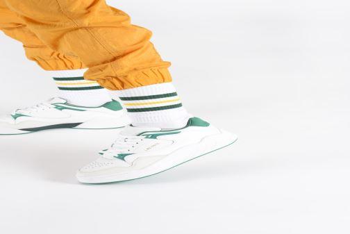 Sneaker Lacoste Court Slam 319 3 SFA weiß ansicht von unten / tasche getragen