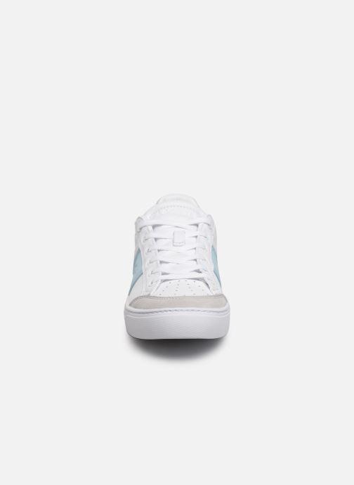 Baskets Lacoste Courtline 319 1 US CFA Blanc vue portées chaussures