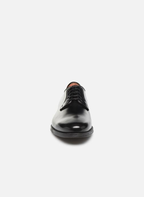 Scarpe con lacci Santoni Mars 15753 Nero modello indossato