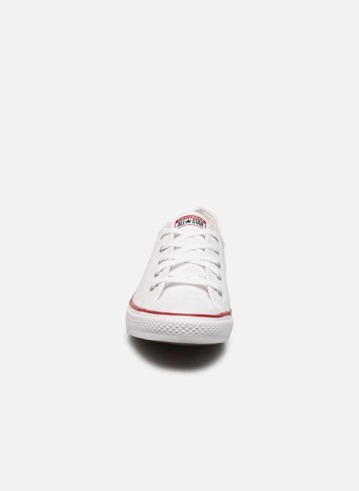 Baskets Converse Chuck Taylor All Star Dainty Canvas Ox Blanc vue portées chaussures